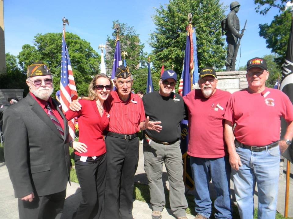Image of veterans and attendees standing together